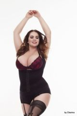 Curvy dancer