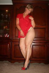 Curvy honey flashes some leg