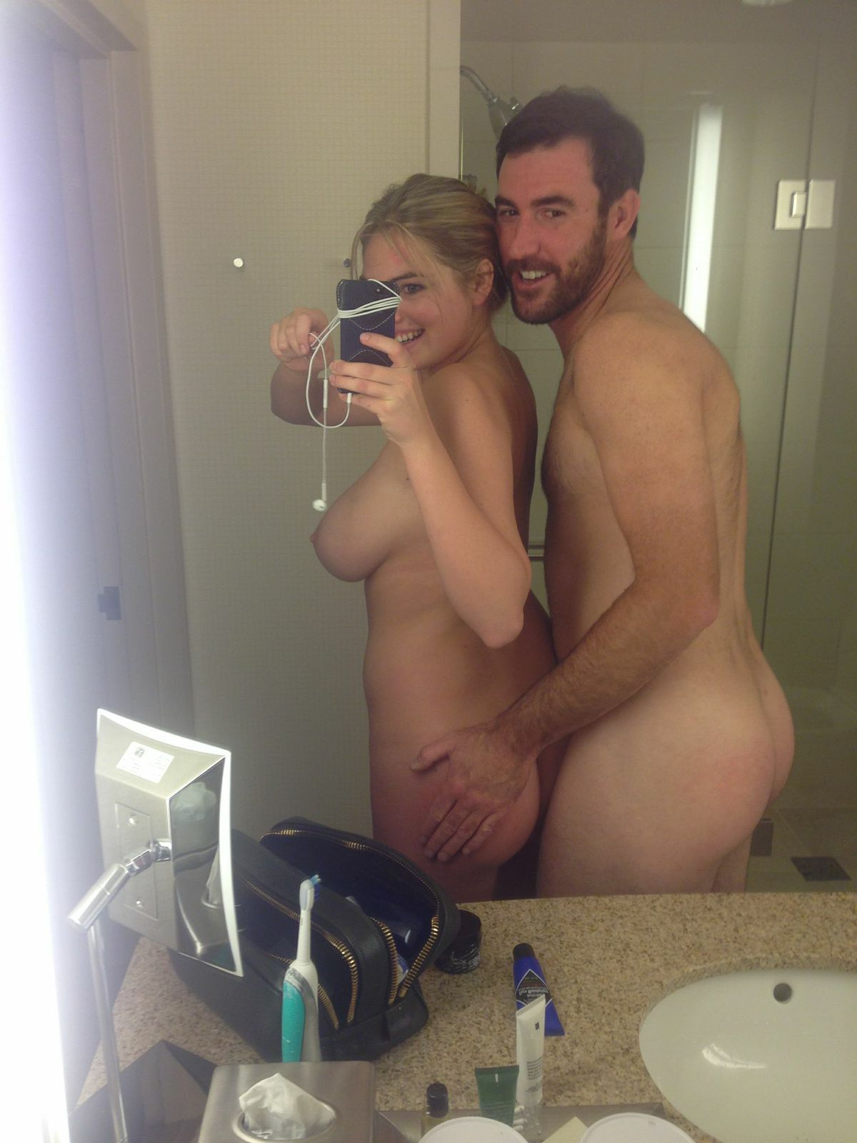 Kate Upton backside selfie