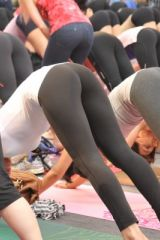 Can you find a pair of Yoga Pants in this pic? ^^