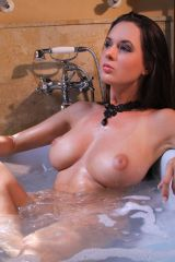 Great breasts in the tub