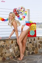 Mia Malkova makes a Happy Birthday sign happier (X...