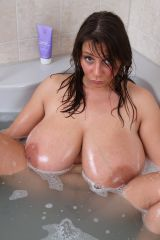 Bath Time with Nadine Jansen