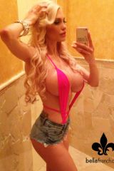 Bella French selfie - blue jeans and pink top