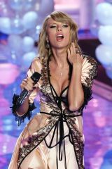 Taylor Swift. I want to abuse that THROAT above al...