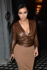 Kim Kardashian cleavage, leather and pokies (X-pos...