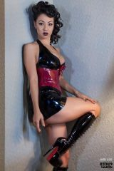 Jade Vixen in gorgeous boots