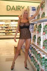 Id love to go grocery shopping with her.