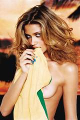 Ana Beatriz Barros, 2005 (X-post from new sub /r/N...