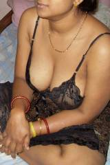 Deep Cleavage of Indian Milf