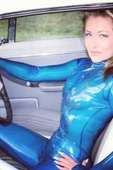 Zero Suit Samus behind the wheel