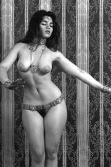 Hip to waist ratio on vintage model