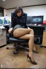 MILF at work (x-post /r/asianbabes)