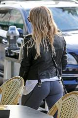Hilary duff in leggings