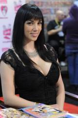 Jelena Jensen at a convention(X-post /r/ModelsGone...
