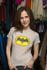 Mary Louise Parker in Batman T-SHIRT