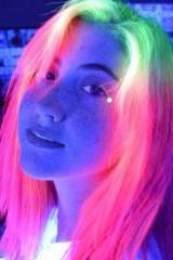 UV-reactive hair dye