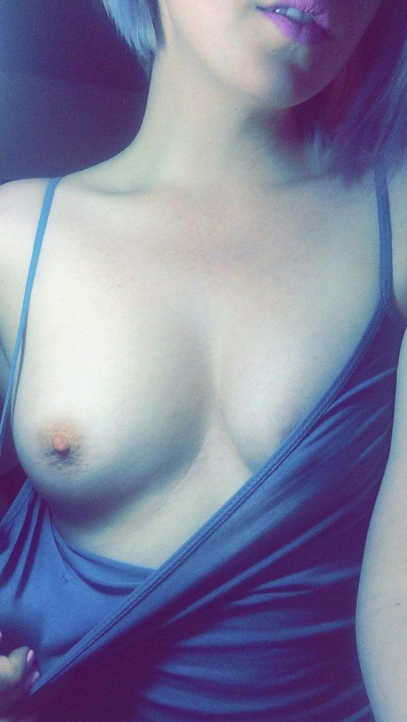 one curved + one nipple = one yummy tit