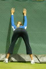 Rare Maria Sharapova stretching before her match (...