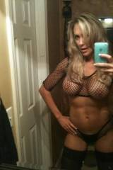 Hot fit MILF (xpost /r/realsexyselfies)