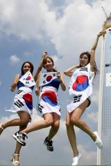 Four South Korean babes jumping from happiness (x-...