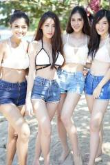 4 Thai hotties
